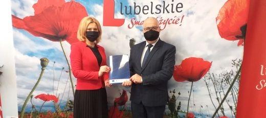 """Gmina Niedrzwica Duża podpisała umowę o dofinansowanie inwestycji pt. """"Budowa sieci wodociągowej w drodze gminnej 107066 m. Krężnica Jara – cz. 2"""""""